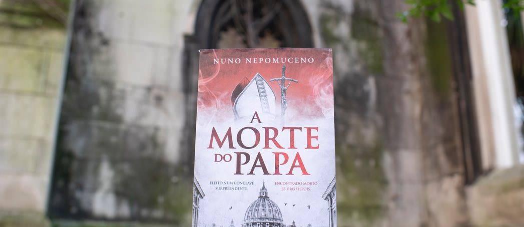A Morte do Papa nas livrarias portuguesas.