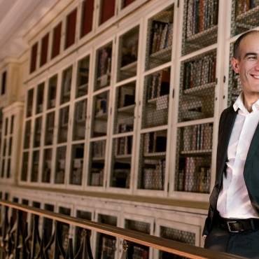 Entrevista à Agência das Letras: «É um livro para pessoas que gostam de livros».